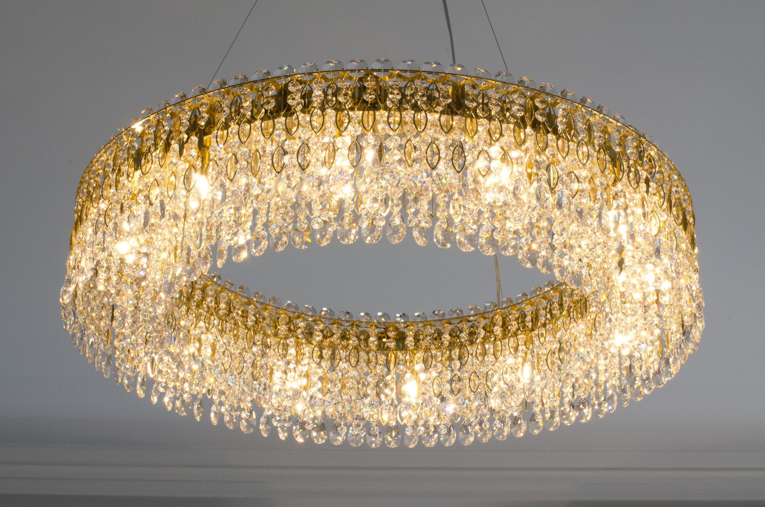 private-apartment-united-kingdom-wranovsky-crystal-chandelier-2.jpg