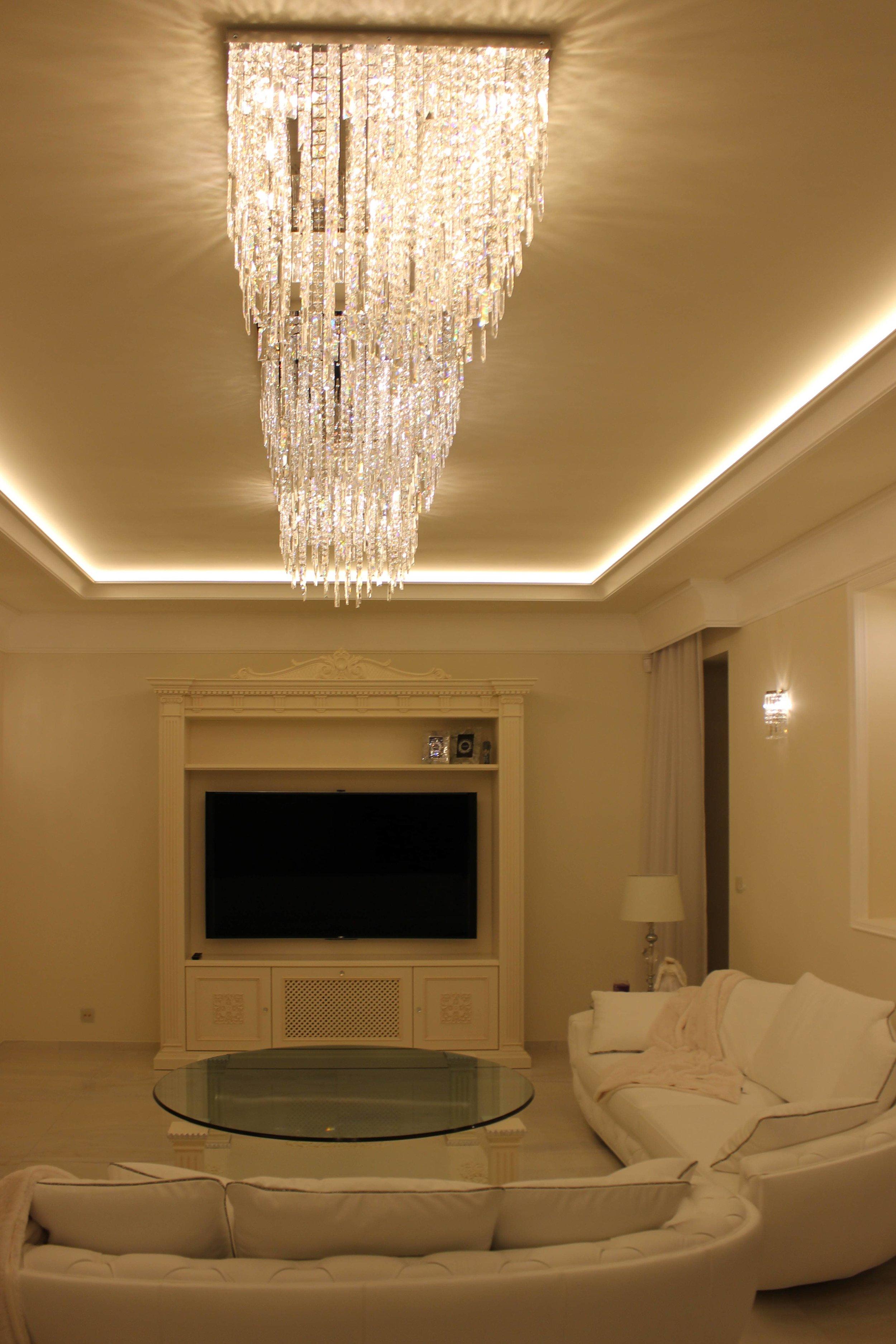 private-villa-prague-wranovsky-crystal-chandeliers-2-min.jpg