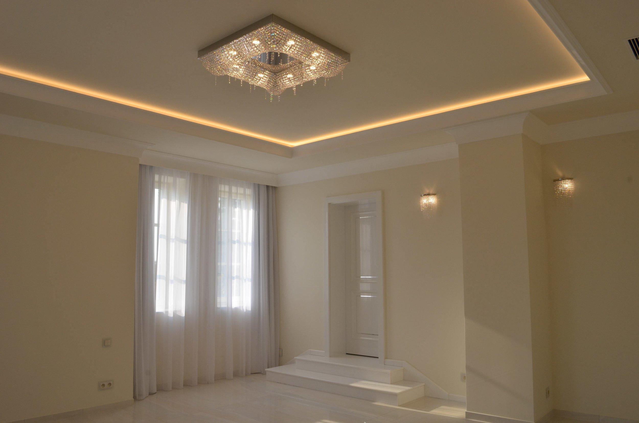 private-villa-prague-wranovsky-crystal-chandeliers-1-min.JPG