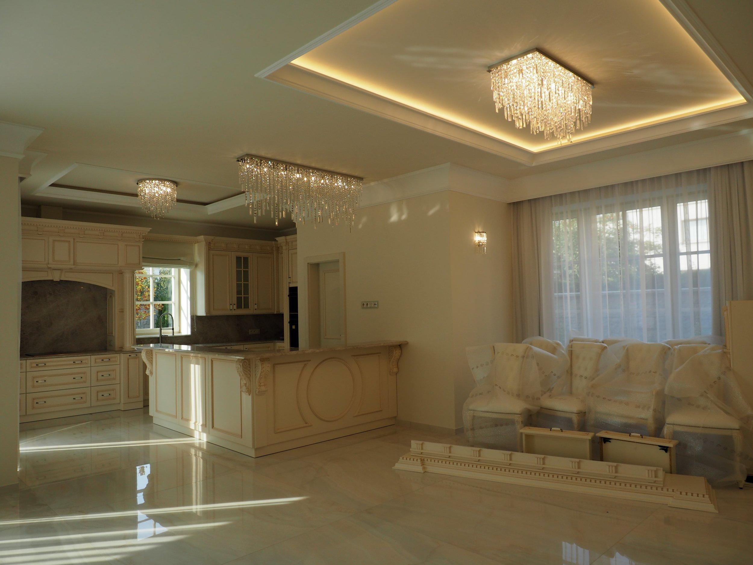 private-villa-prague-wranovsky-crystal-chandeliers-5-min.JPG