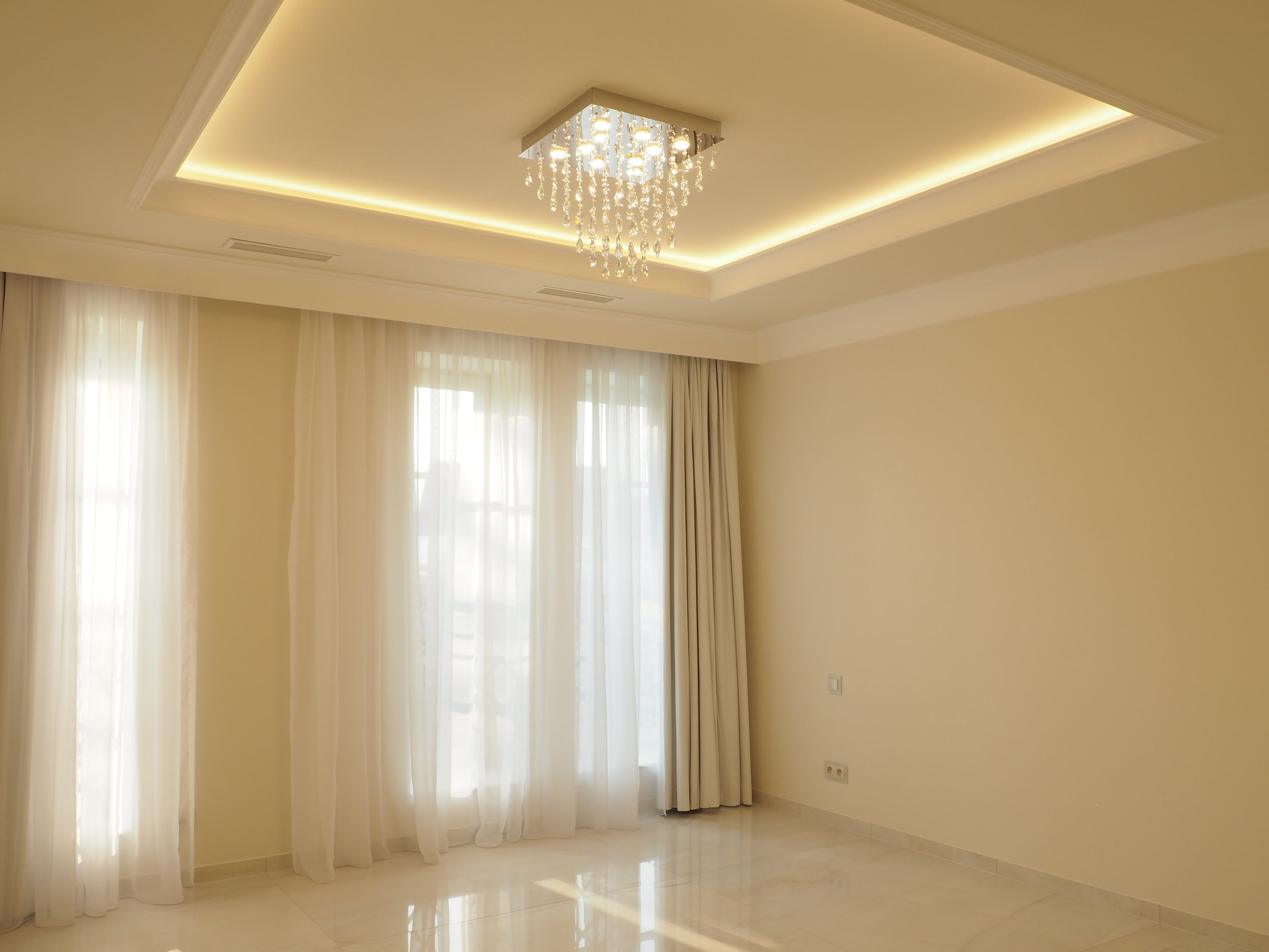 private-villa-prague-wranovsky-crystal-chandeliers-7-min.JPG