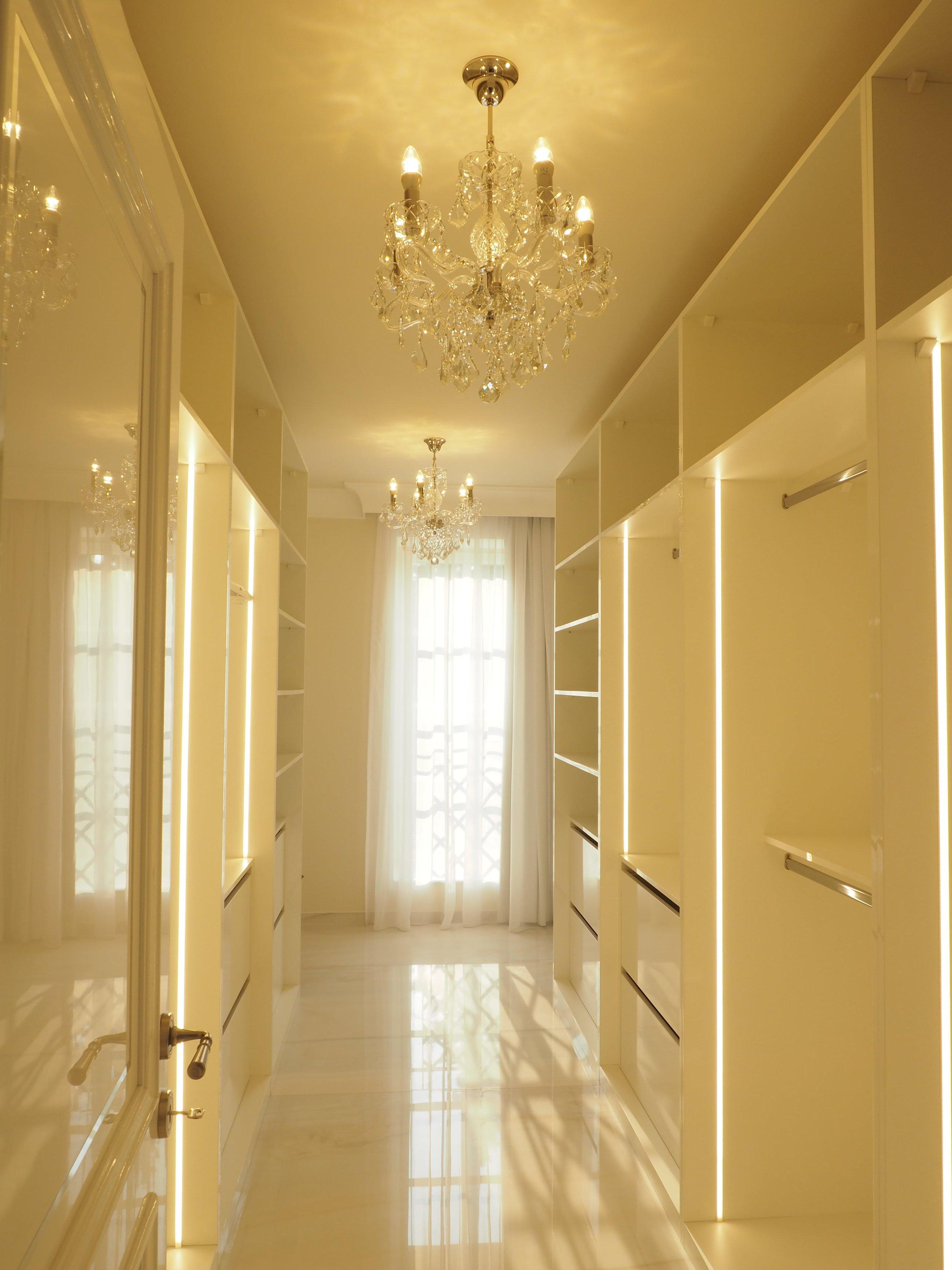 private-villa-prague-wranovsky-crystal-chandeliers-8-min.JPG