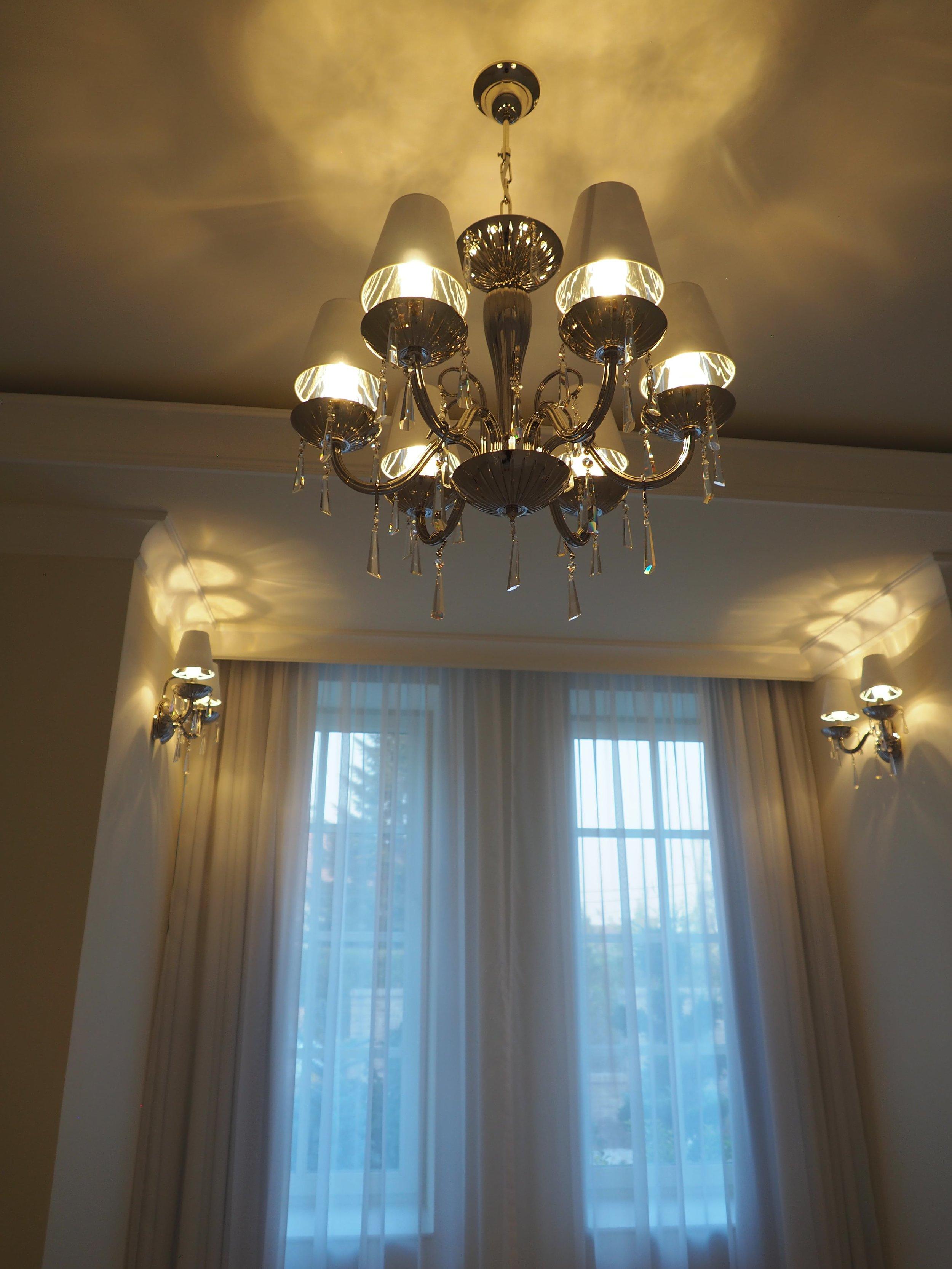 private-villa-prague-wranovsky-crystal-chandeliers-10-min.JPG