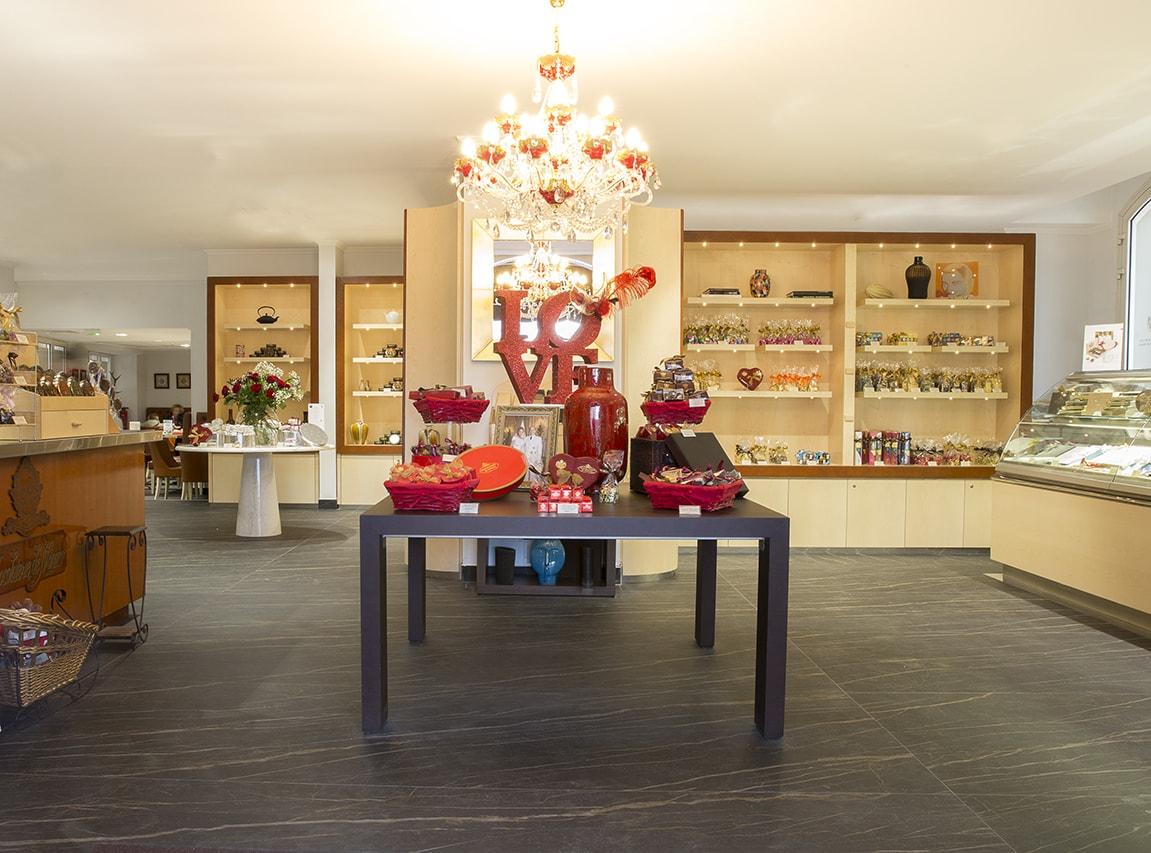 chocolaterie-de-monaco-wranovsky-crystal-chandelier-1.jpg