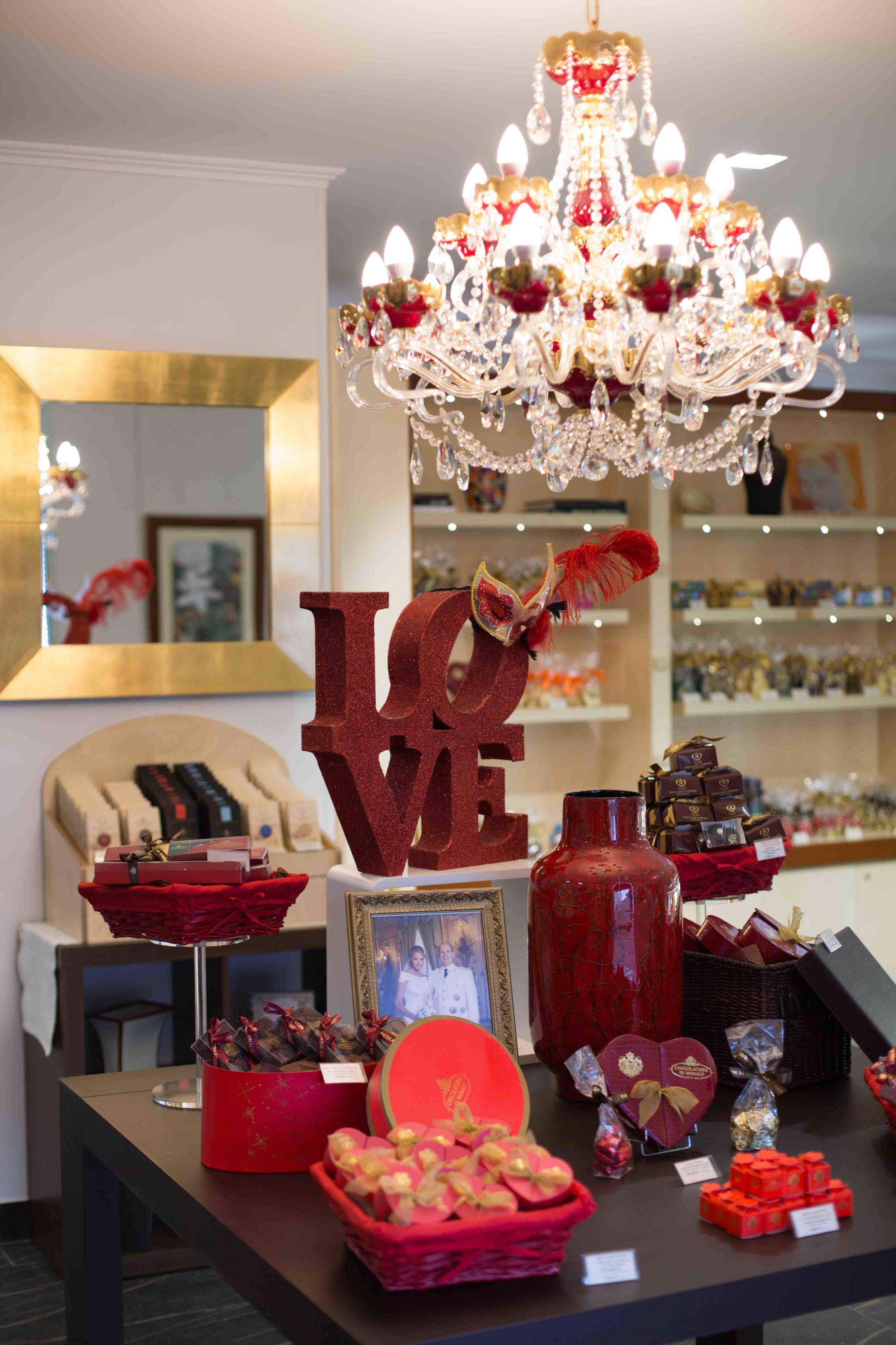 chocolaterie-de-monaco-wranovsky-crystal-chandelier-2.jpg