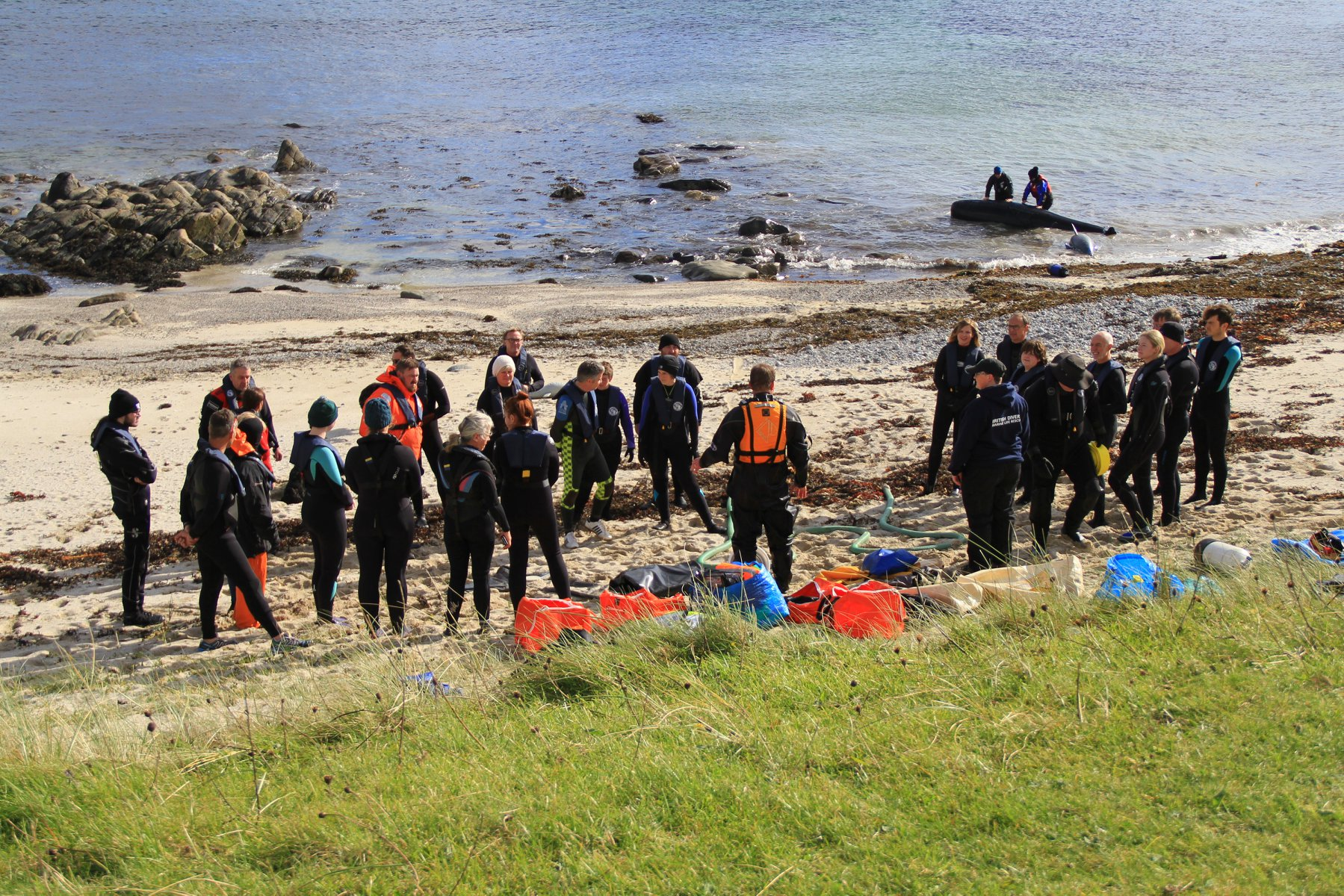 The trainees on Tiree receiving a briefing. Photo courtesy of Stephanie Cope - Tiree Ranger