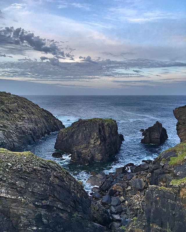 It doesn't get dark till late in these parts during the summer months. This means more time to explore some of the amazing spots around the west coast, like the breathtaking Butt of Lewis. This place was still alive with the sound of seabirds at 10.30pm last night! - - - - - - - - #hebrideanwhaletrail #hwdt #whalewatching #whaletrail #visitscotland #visitouterhebrides #thisisscotland #natureblogger #wildscotland #calmac #wildlifewatching #ordnancesurvey #guardiantravelsnaps #scotsmagazine #lonelyplanet