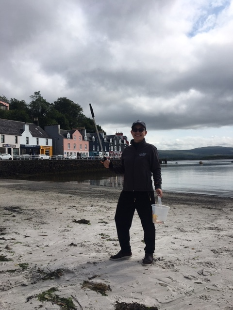 Maja and the other volunteers regularly run beach cleans in Tobermory
