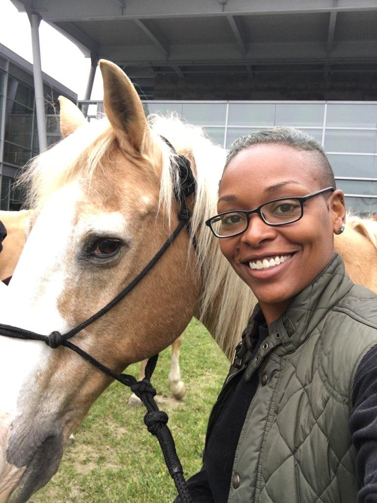 One of our EET veterans who is currently going through our program, LaNita, joined us at the event and got to introduce other veterans to our training horse, Rags.