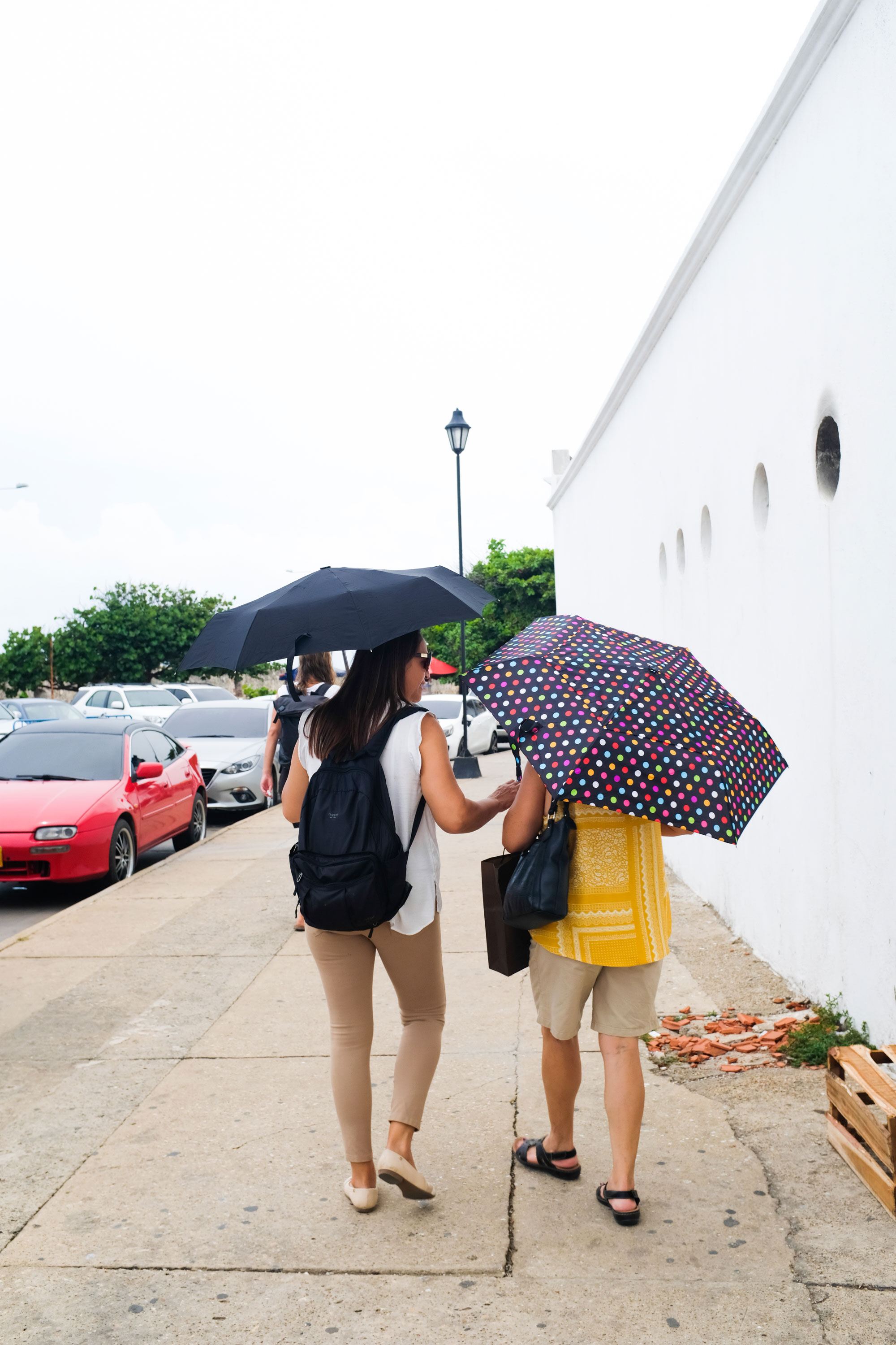Mom and aunt leading us to the bovedas. My mom says that even though she lived in Cartagena for 11 years, she never really explored the centro to the fullest.