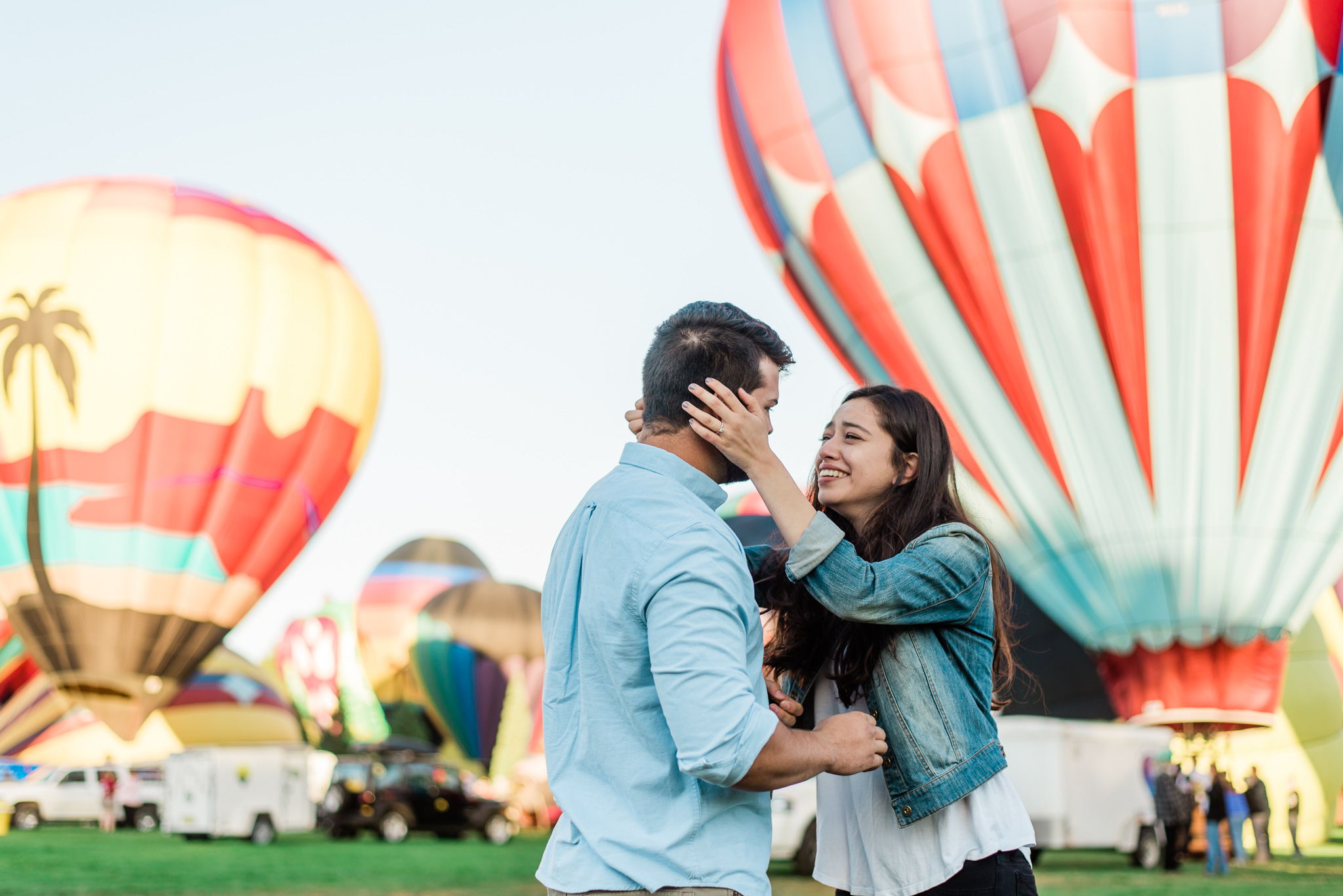 Boise Wedding Photographer / surprise proposal / proposal ideas / Idaho engagement photographer / Cozy Posing / PNW Engagement / Idaho Engagement Session / Natural Couples Posing Ideas / hot air balloons / spirit of boise balloon classic / couples session / engagement session / couples Outfit Ideas / cute couples outfit / casual outfit / Summer couples session / aesthetic / boise couples photographer / SS Photography & Design / Sadie Shirts