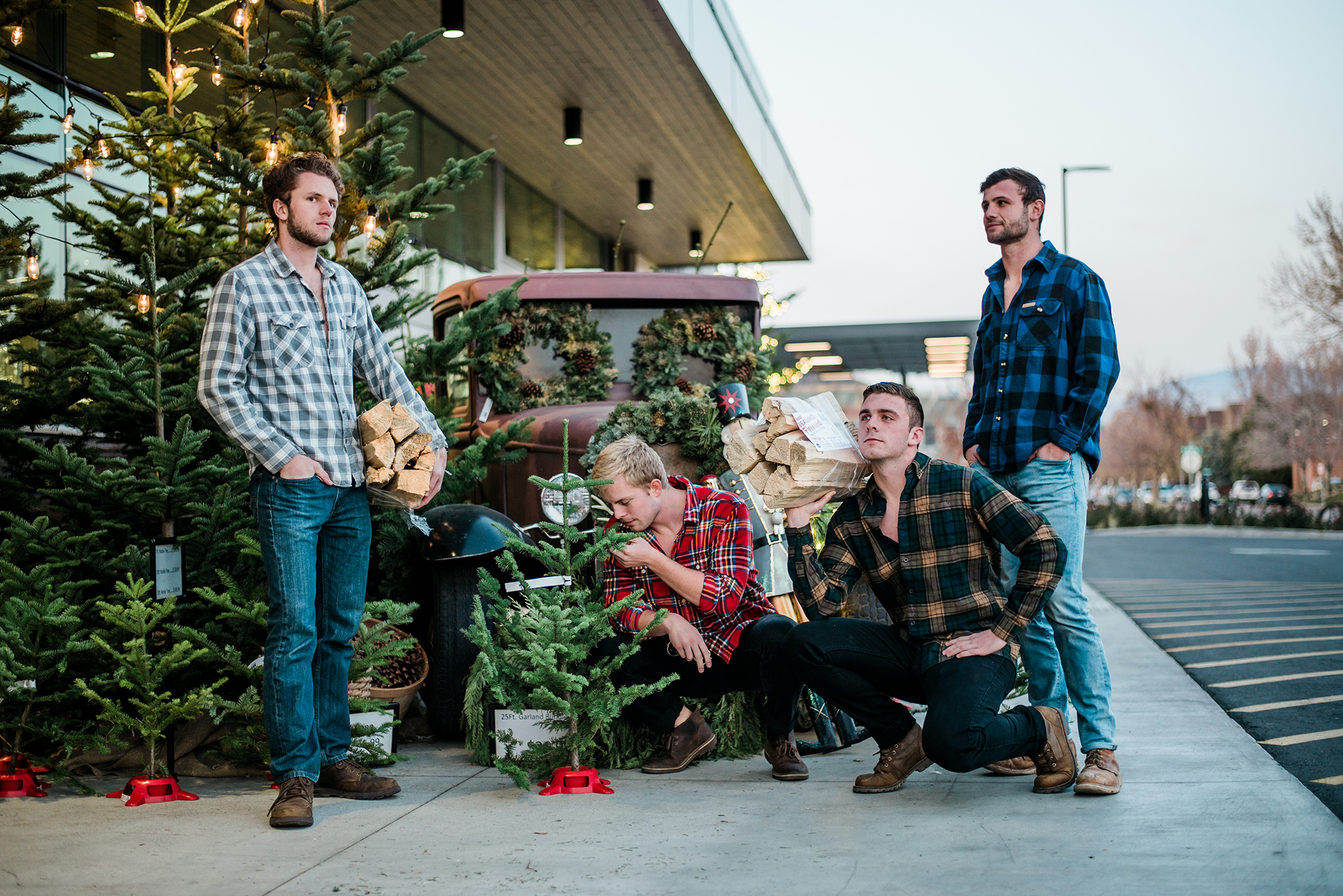 awkward family photos / SS Photography & Design / Roommate Photoshoot / Photoshop / Team photos / Best Christmas Gifts / Holiday Calendar / Christmas Cards / Holidays / Awkward Christmas Photos / Ugly Sweater Photos / Winter Photos / 80's aesthetic / Film Style / 90's photoshoot / Photo Composites / Lumbersexuals / Sadie Shirts