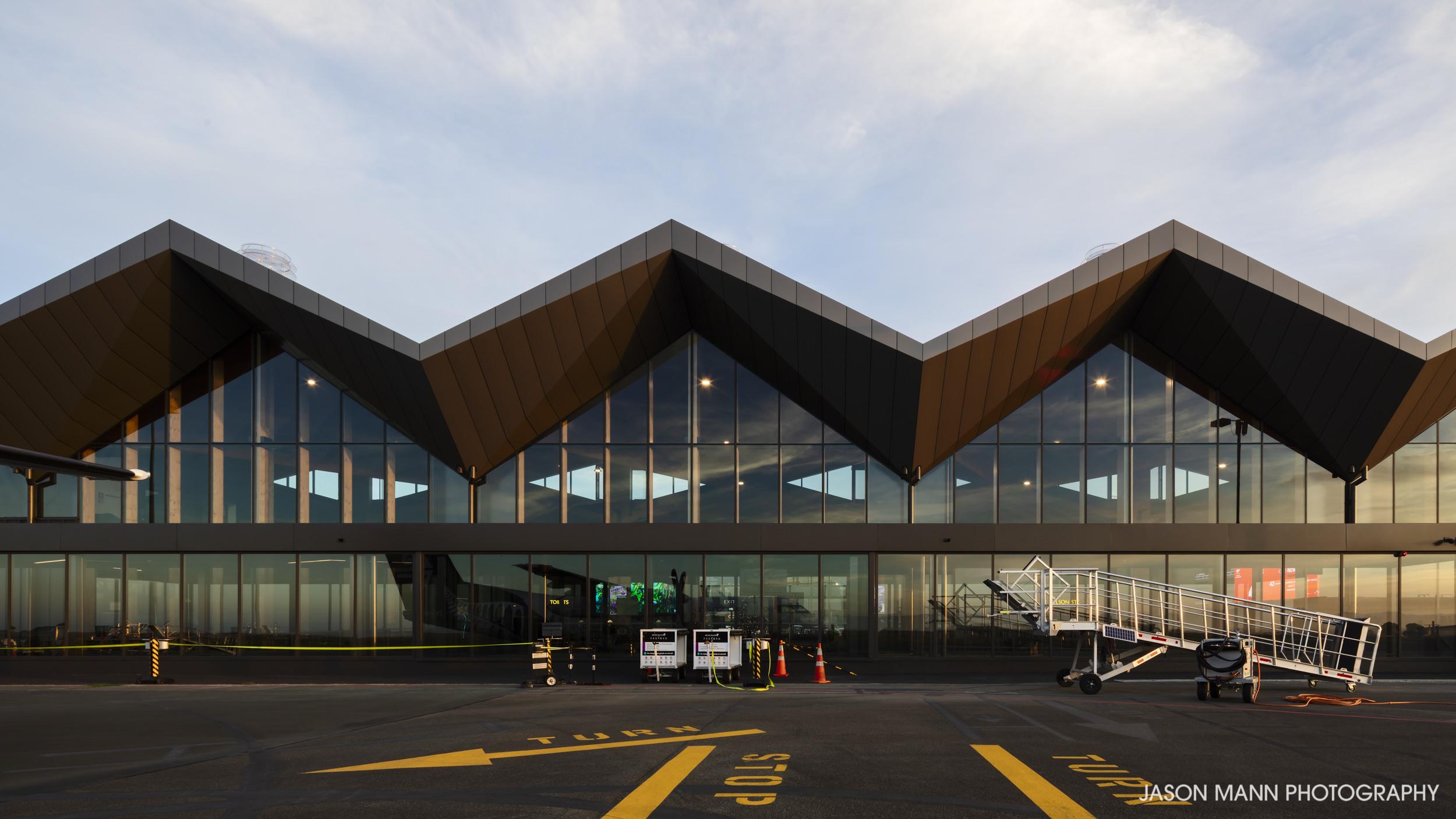 Jason_Mann_Nelson_Airport_05.jpg