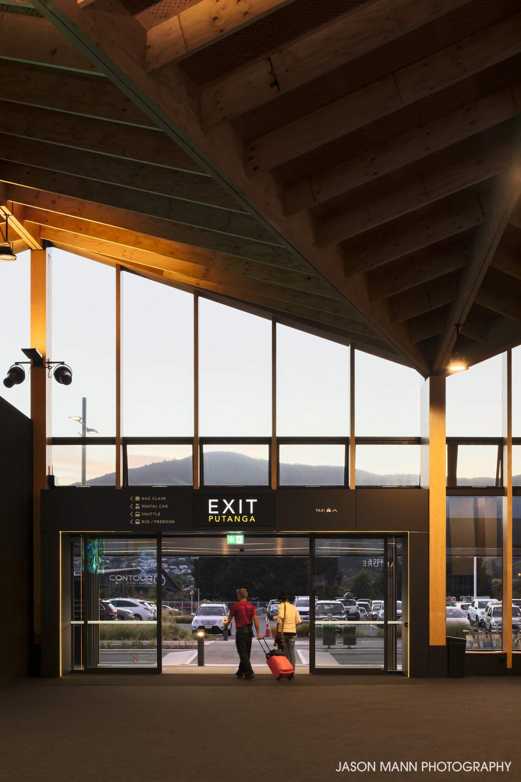 Jason_Mann_Nelson_Airport_10.jpg