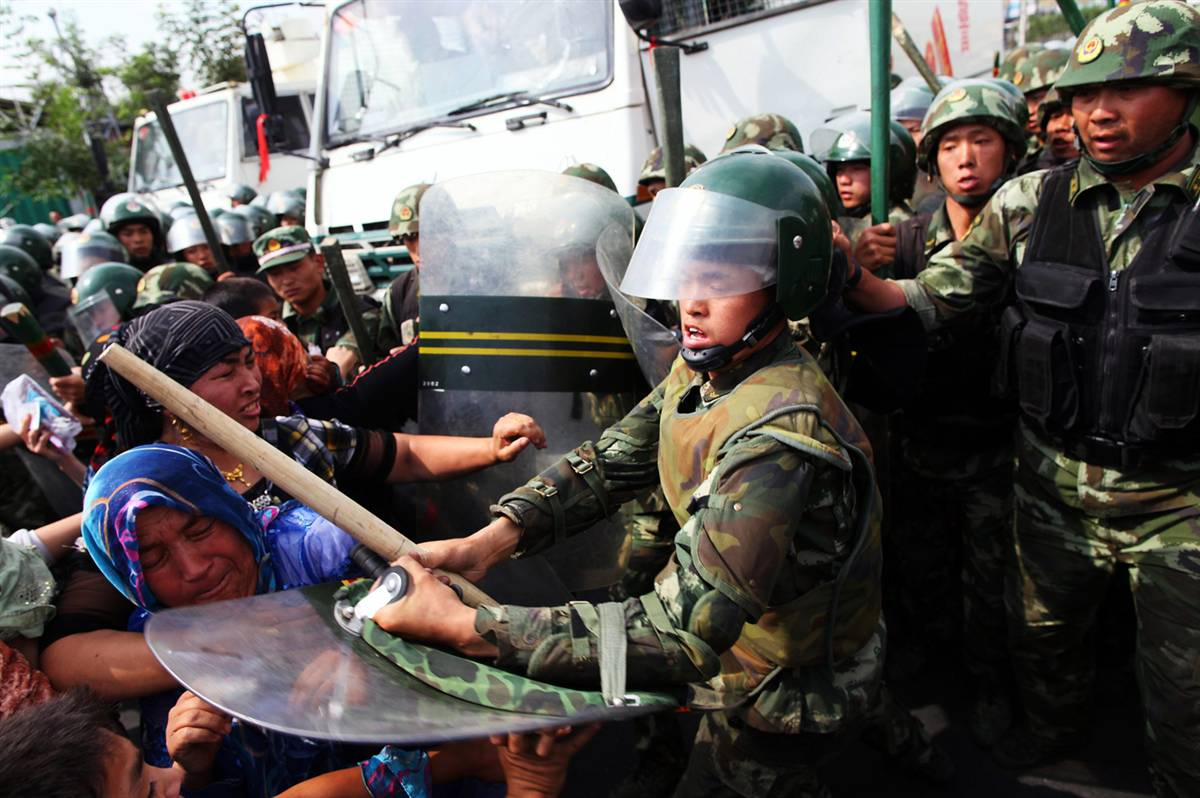 uyghur-women-attacked1.jpg