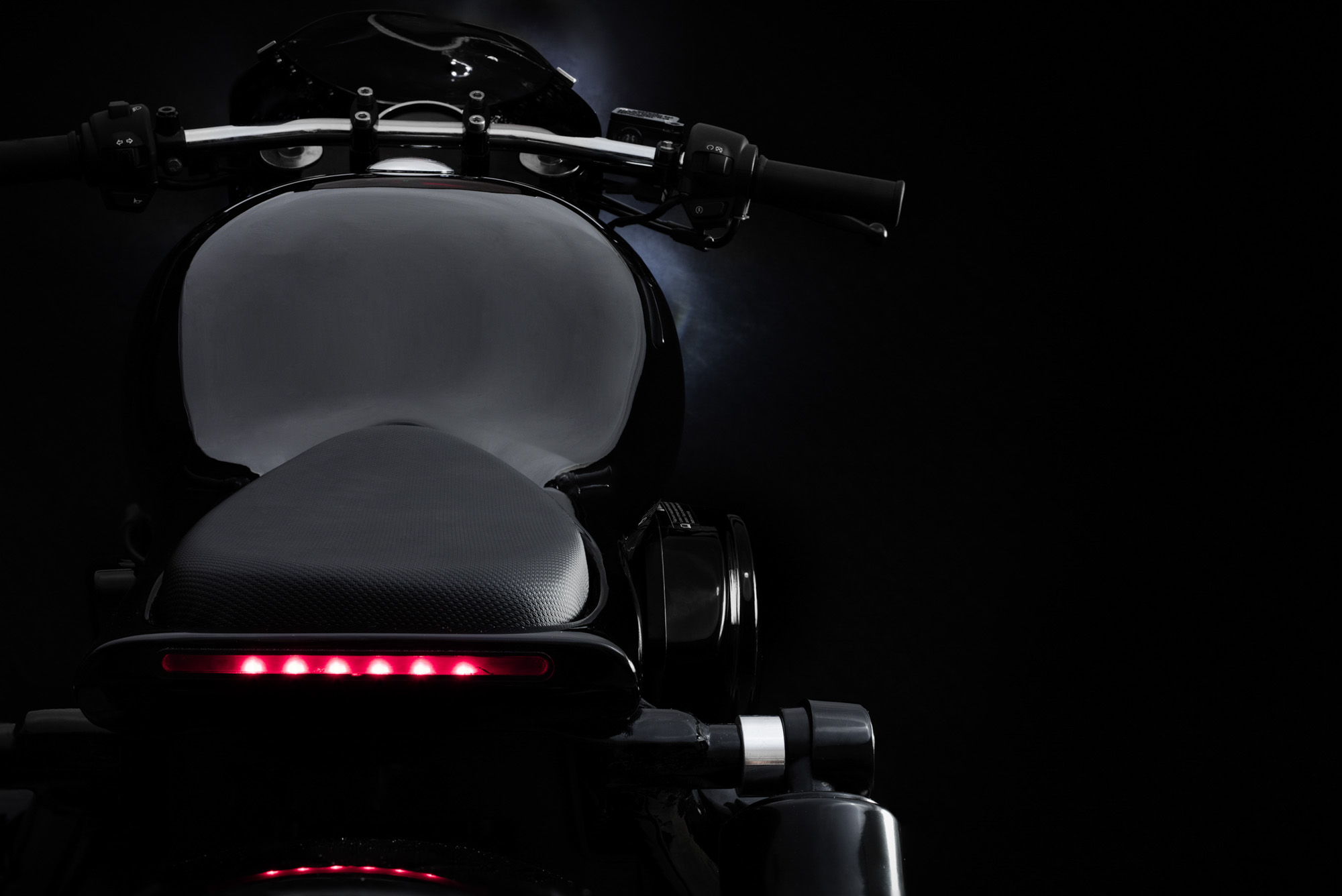 Integrated LED Brake & Indicators  Elegantly tucked in the rear of the unibody is a high-powered LED light which integrates the brakes and turn signals into one clean stream.