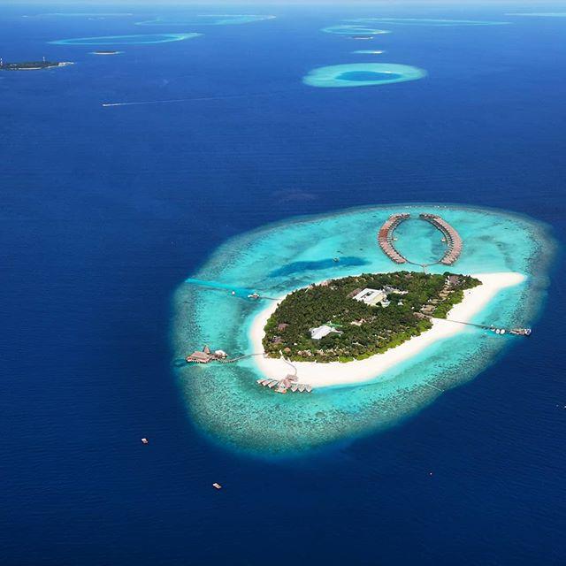 Sometimes changing your perspective can put things into perspective.  #tulamala #Maldives #beautifulmaldives #maldivesislands #sunseandsong #travel #islandlife #home