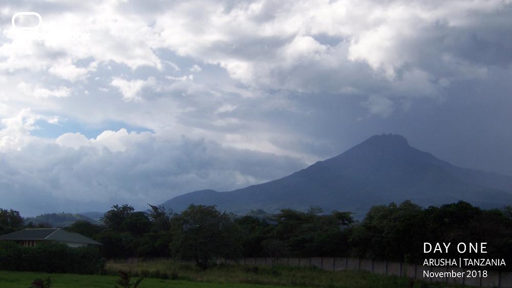 Gazing at Mount Meru through the hazy clouds.