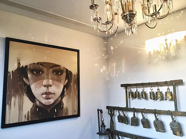 Stunning entrance and a mix of curated art that works #asian #contemporary #art #vietnamese #bells #antique #chandelier #painting #interiordecor