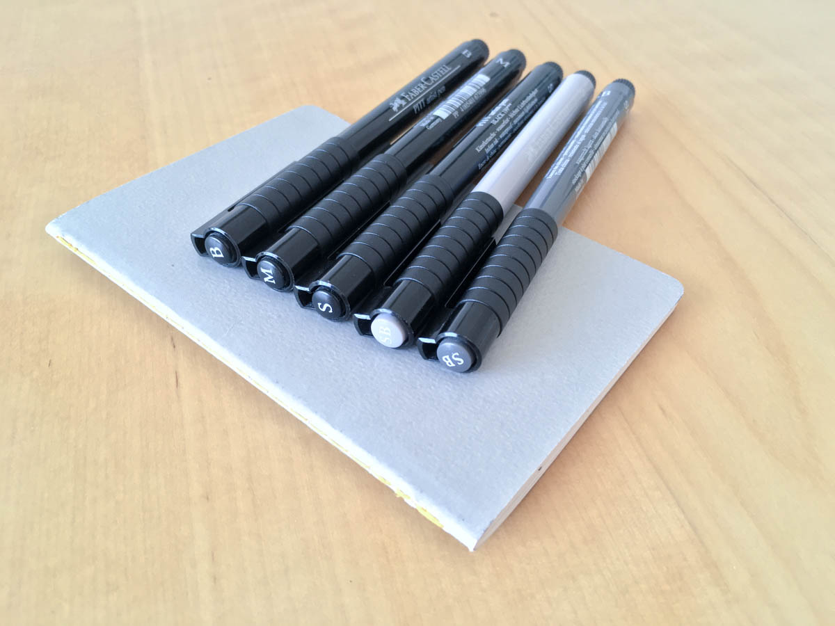 Carnet de croquis et stylos