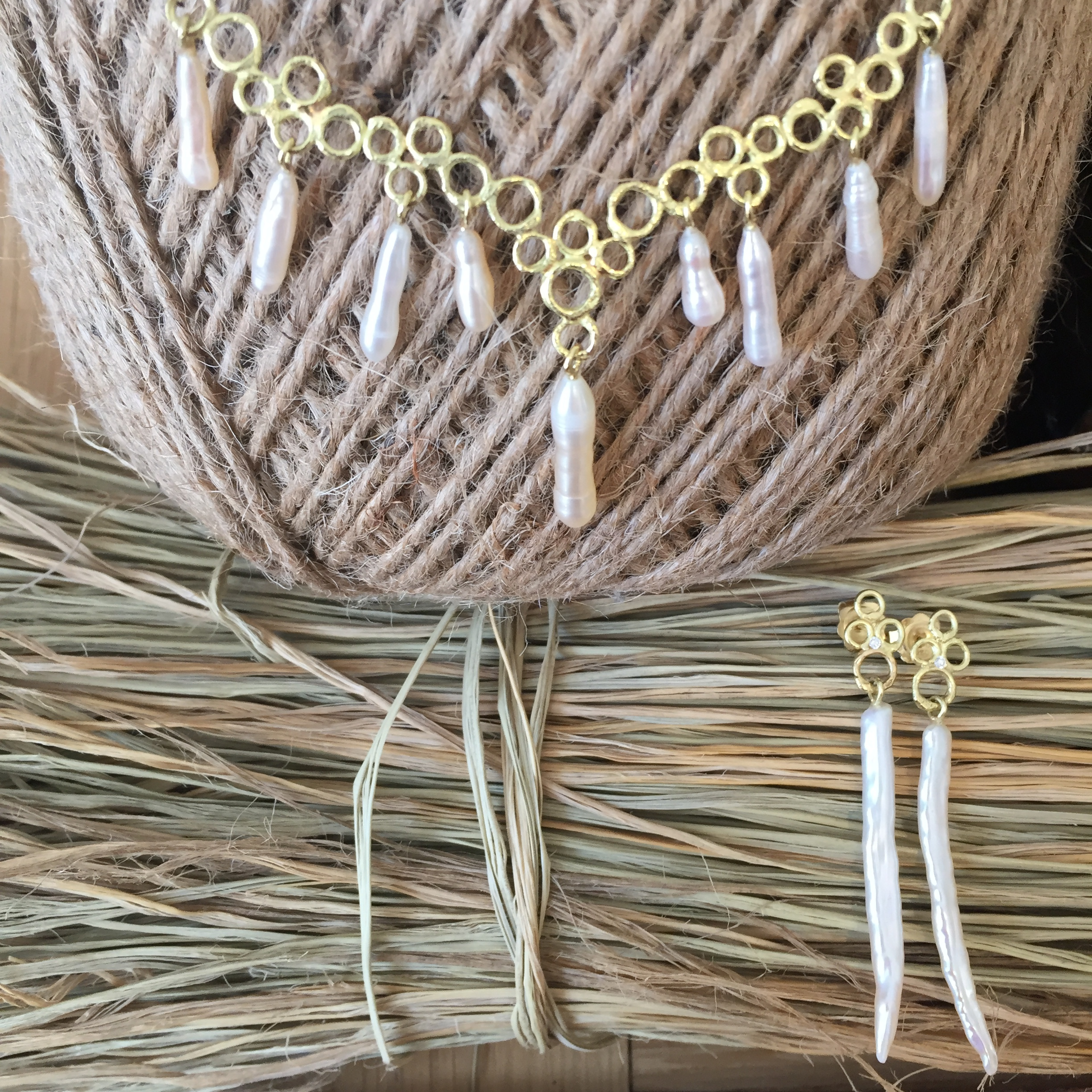 The 18ct Yellow Gold Bubble Pearl Tusk Set