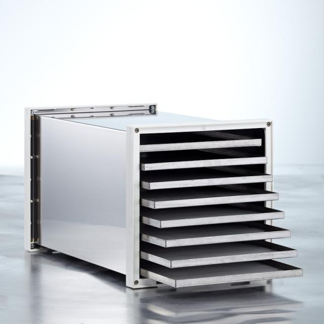 Solemio Dehydrator II - Dehydrator in stainless steel with 8 trays.Both trays and the chamber is made of stainless steel.Made in Italy, and as far as we know, the first dehydrator in stainless steel.It excels in the following areas:it has various programs include a BioRaw program where the temperature never goes above 40 *it has a