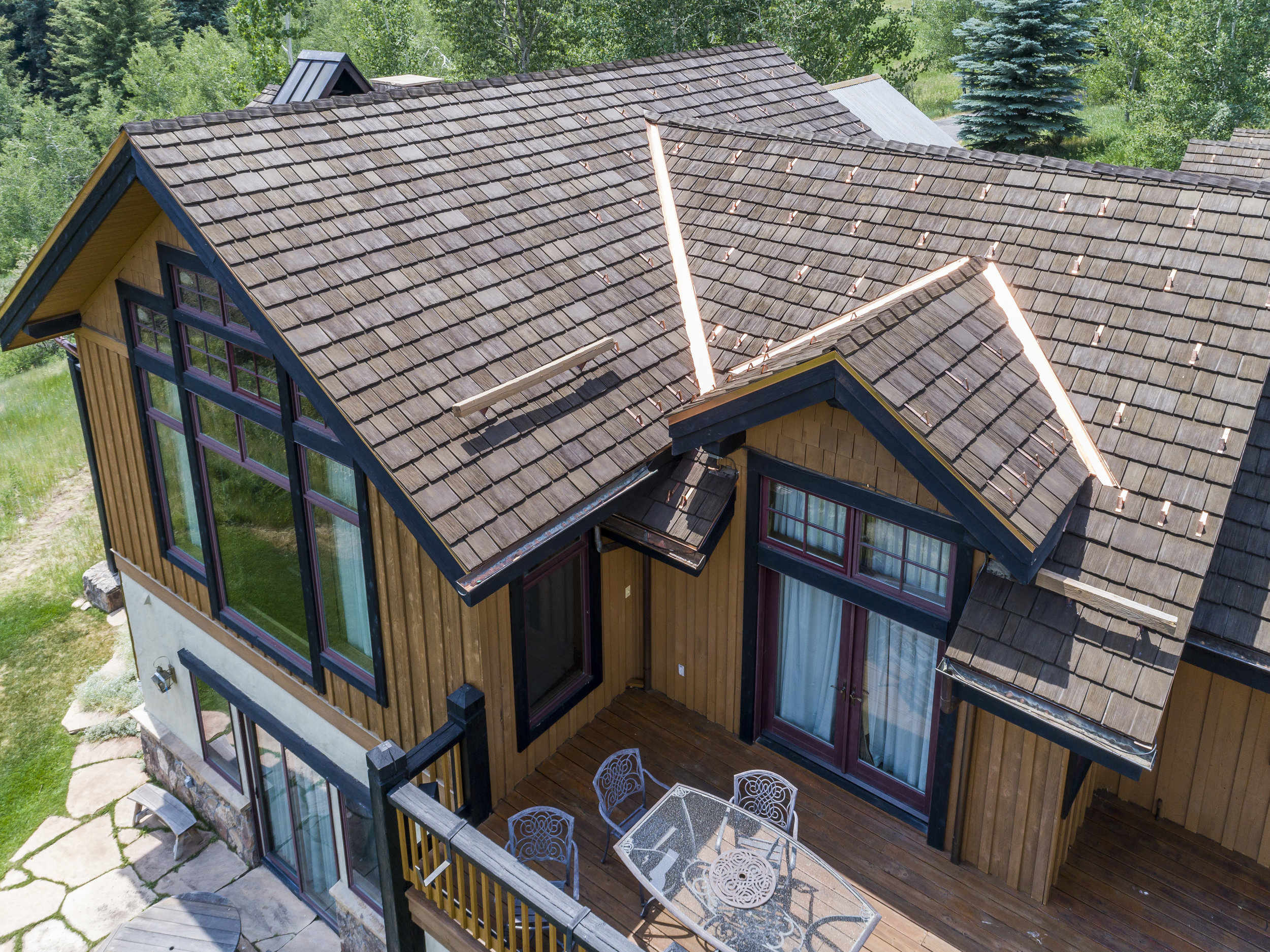 CeDUR Walden roofing shakes natural wood look.jpg