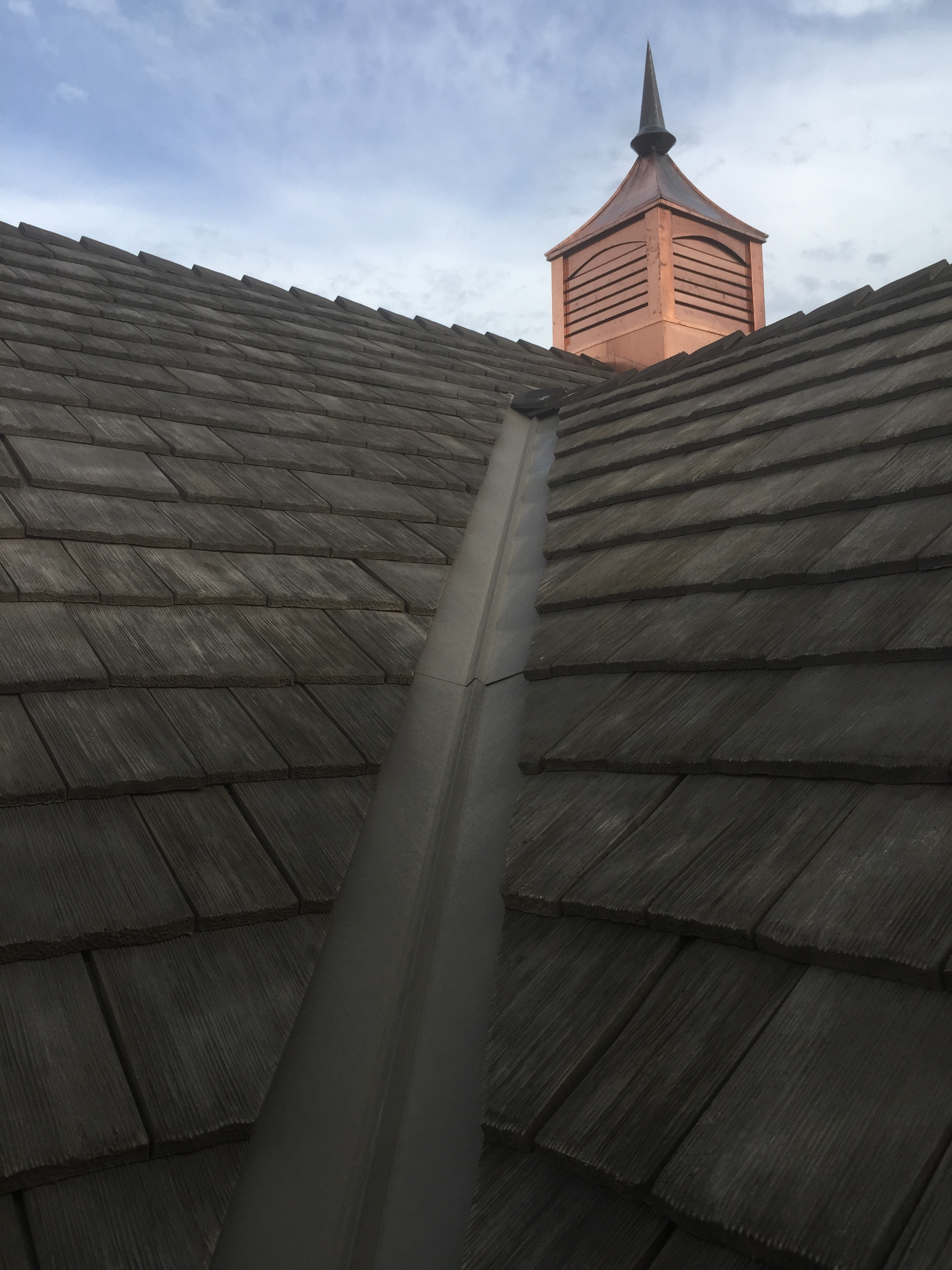 this-is-a-photo-of-a-beauitful-synthetic-composite-faux-cedar-shake-shingle-cedur-roof-homeonwers-rexburg-idaho.JPG