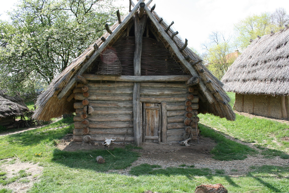 old-wooden-structure-log-cabin-example.jpg