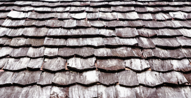 cedar-wood-shake-roof-material-older-looking-wood-roof.png