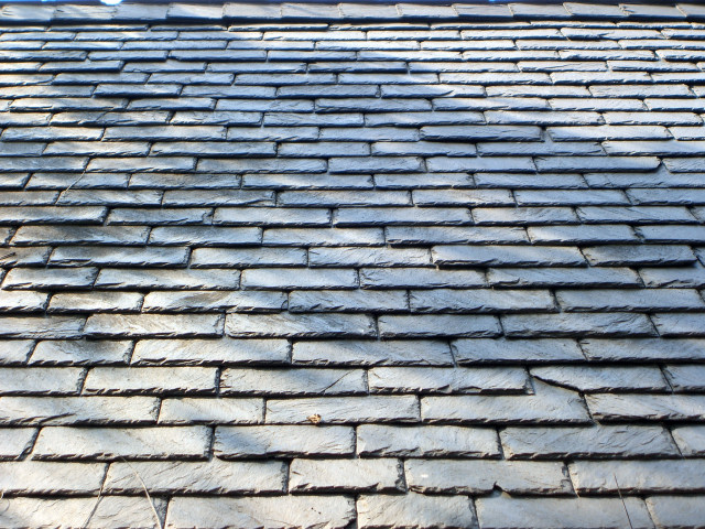real-slate-roofing-material-on-home.JPG