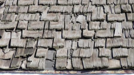 cedar-shake-shingles-worn-out-missing-shingles-on-roof.jpg