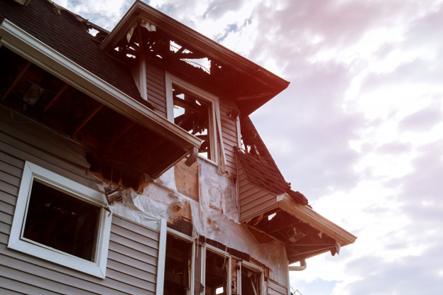 aftermath-of-roof-without-fire-retardancy.png