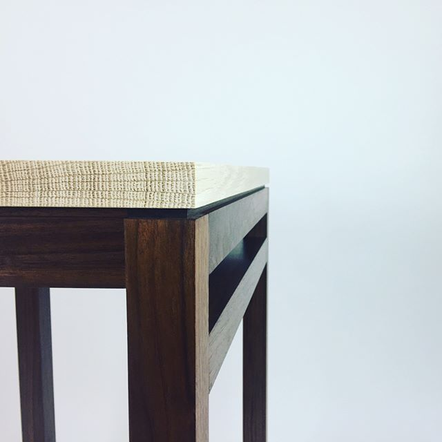Walnut and bleached white oak side table #woodworking #interiordesign #handmade #furniture #furnituredesign #design #wood