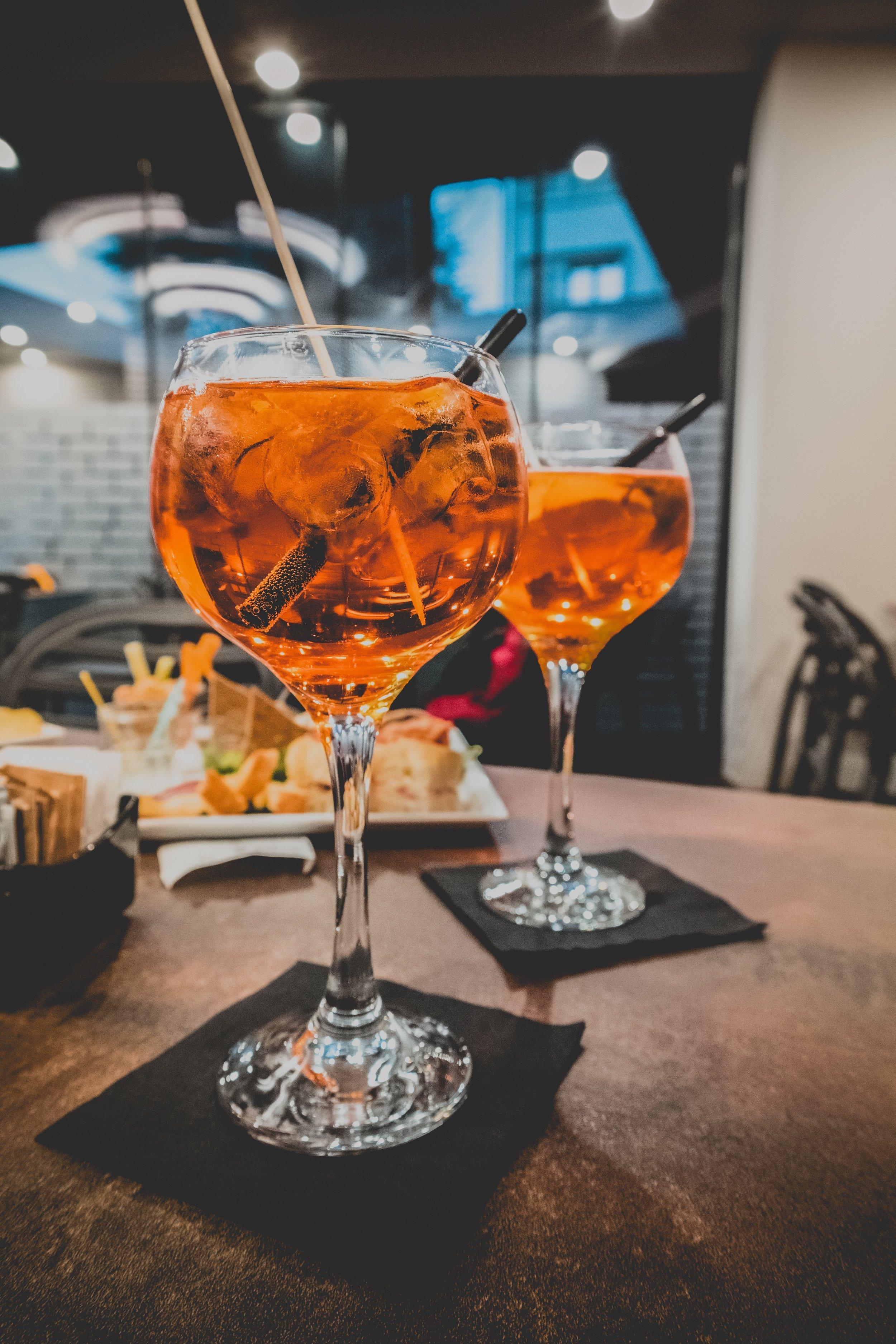 alcohol-bar-beverage-989703.jpg