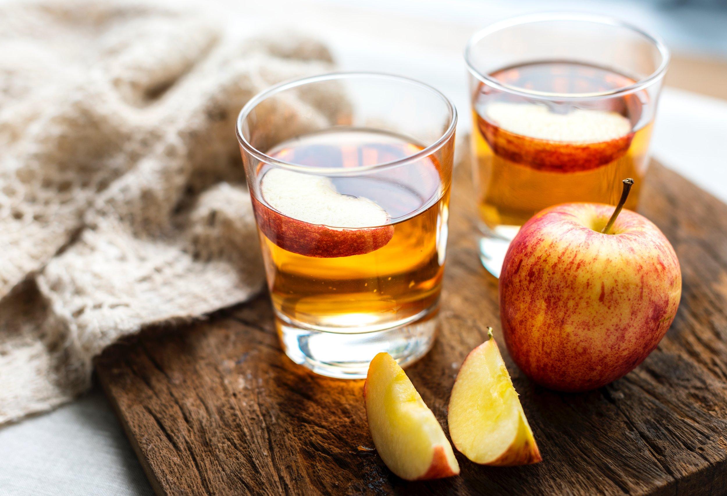 apple-apple-juice-beverage-1536868.jpg
