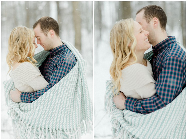 romantic-winter-engagement-session_0009.jpg