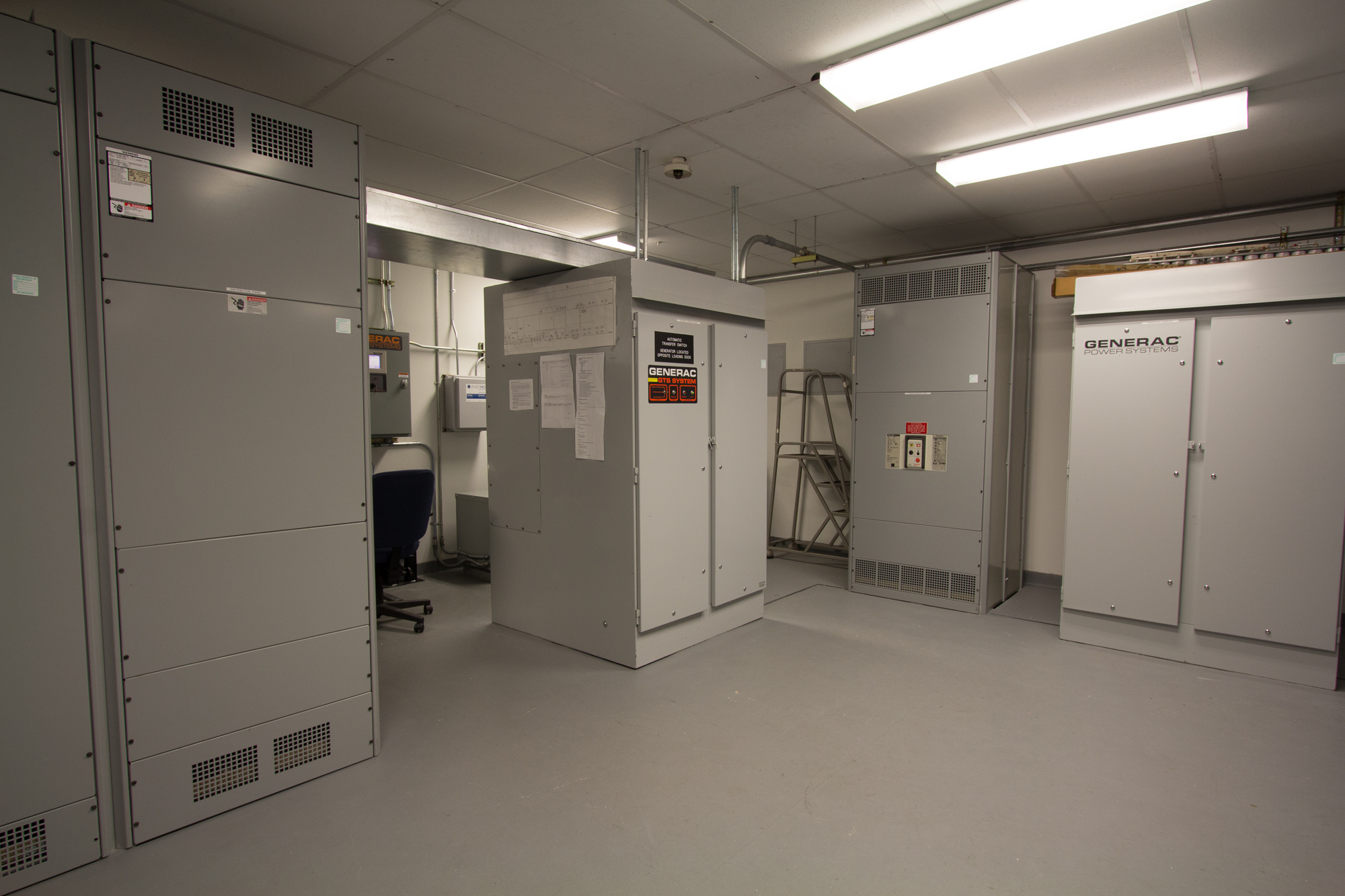 Powered via a 2MW utility feed directly connected to an Automatic Transfer Switch (ATS), which powers the rest of the facility.