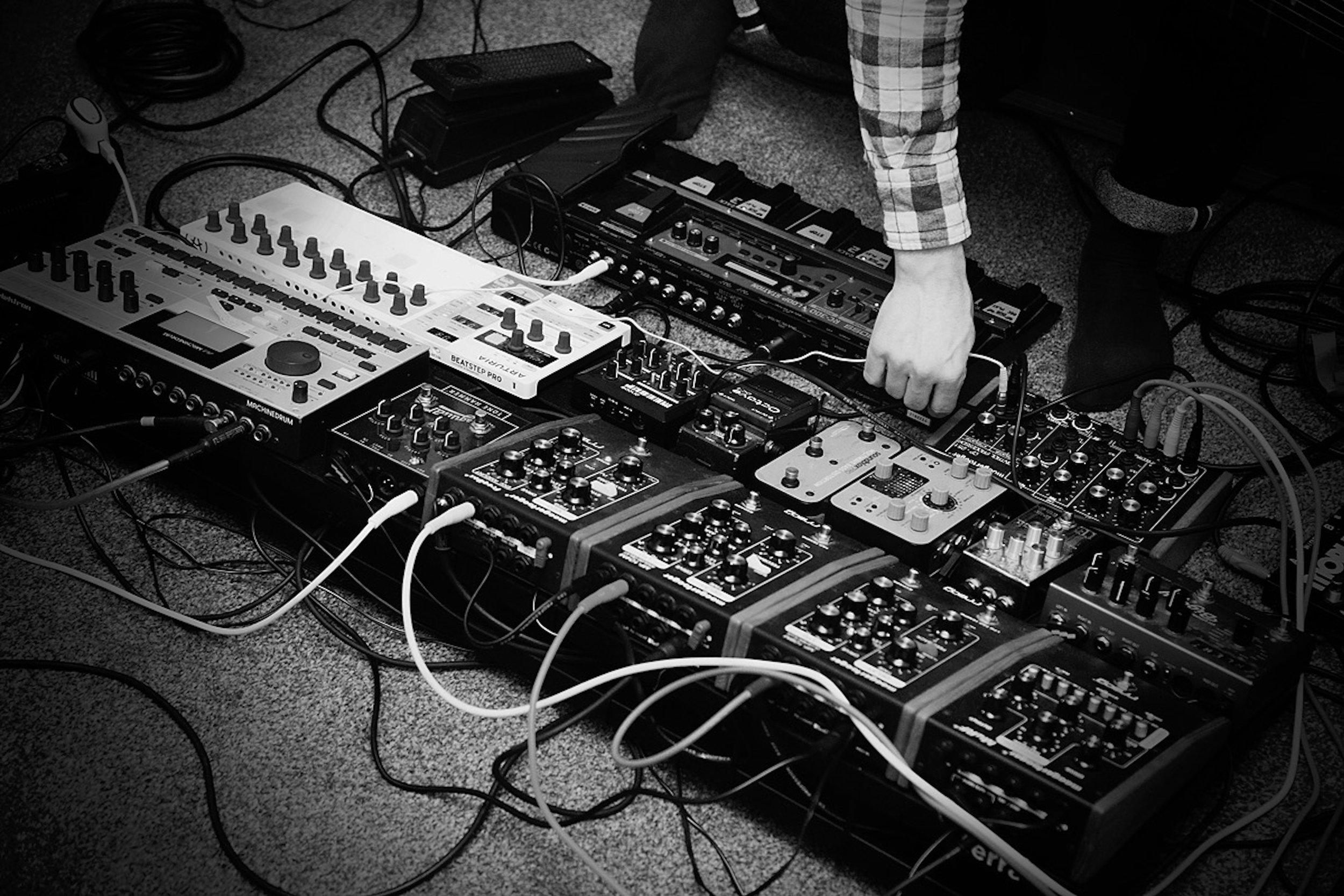 Tomasz Pierzchniak - Guitar Bass, Modular Synthesizer, Analog Electronic Effects