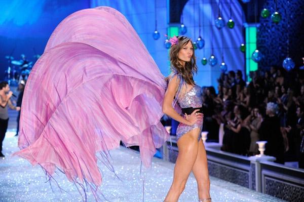 vsfs-11-segment-4-Aquatic-Angels-the-victorias-secret-fashion-show-26750706-600-399.jpg