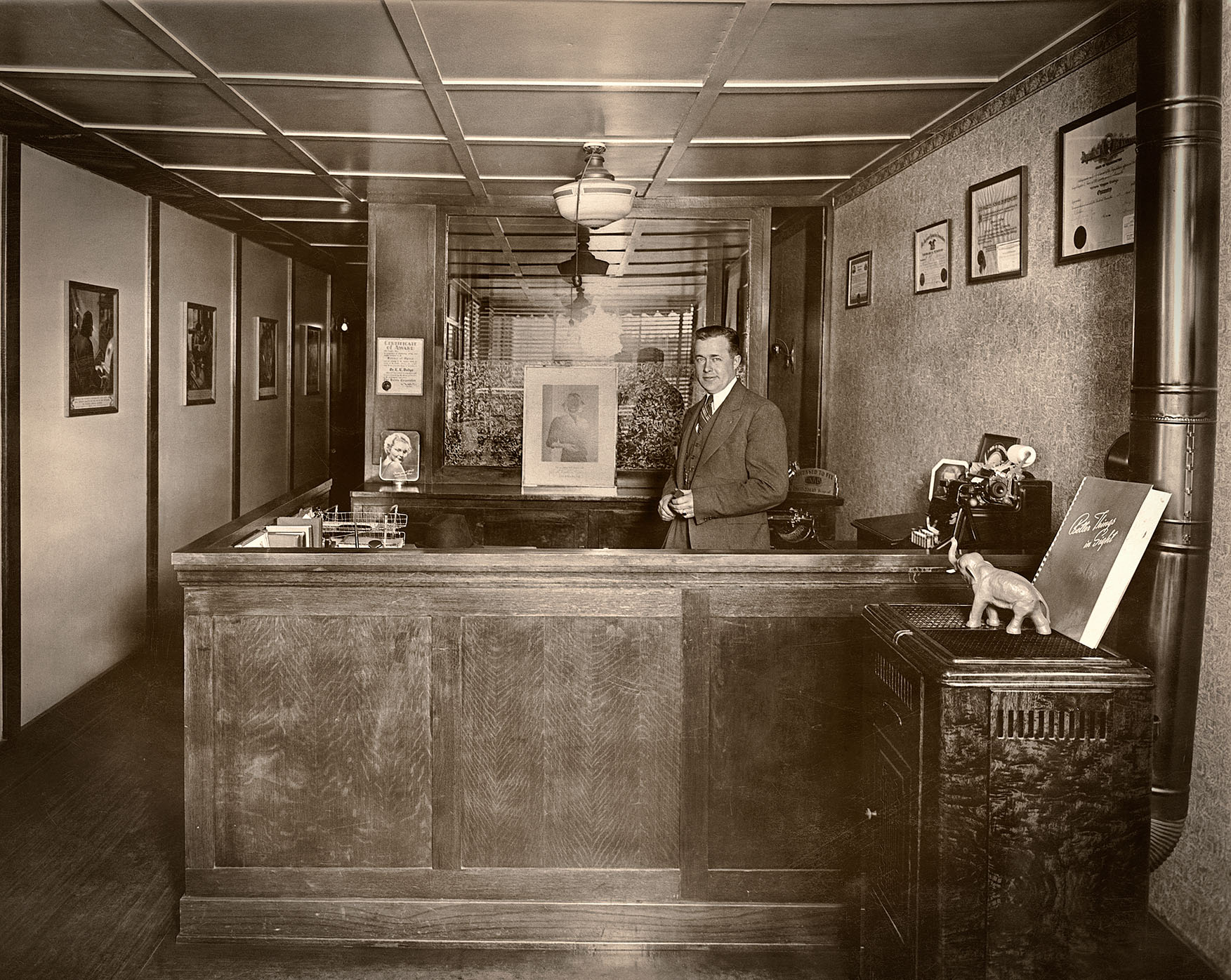 Dr. E. E. Dodge at 712 Commercial Avenue