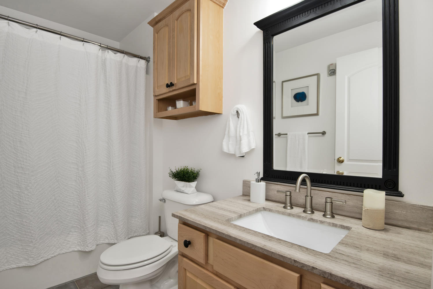 7 Camperdown Elm Dr-large-024-18-Bathroom-1499x1000-72dpi.jpg