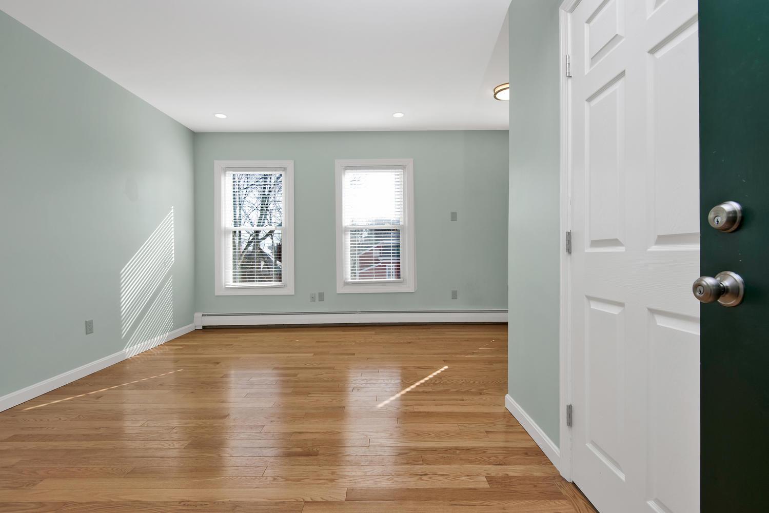 65 Sherman St Unit 12 Portland-large-004-7-Living Room-1499x1000-72dpi.jpg