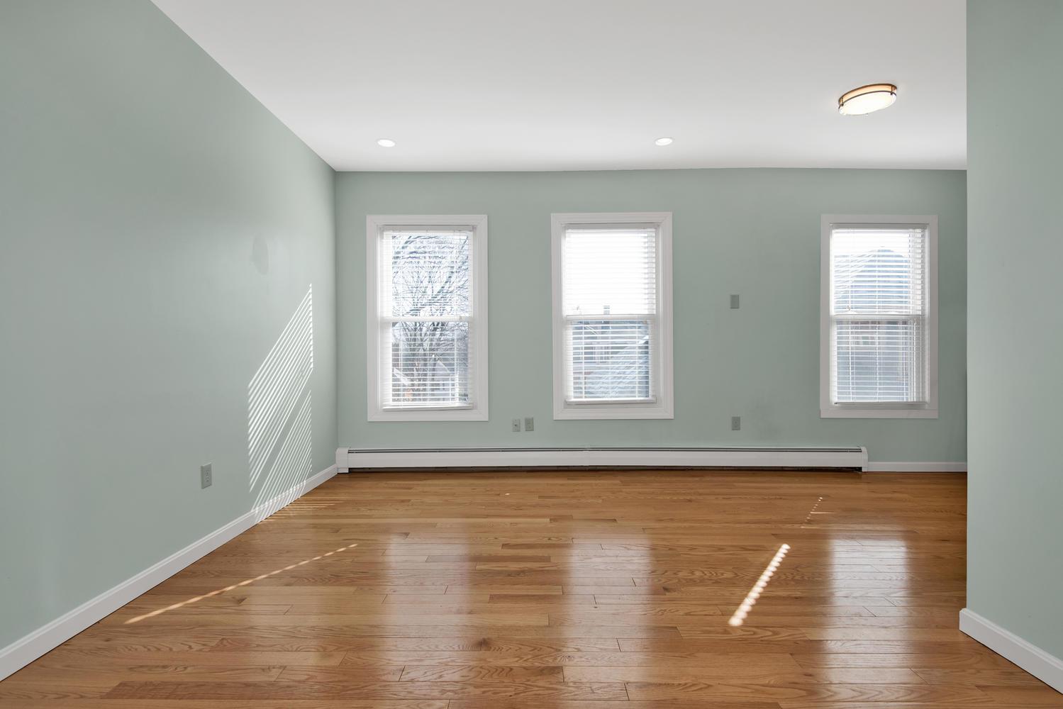 65 Sherman St Unit 12 Portland-large-006-5-Living Room-1499x1000-72dpi.jpg