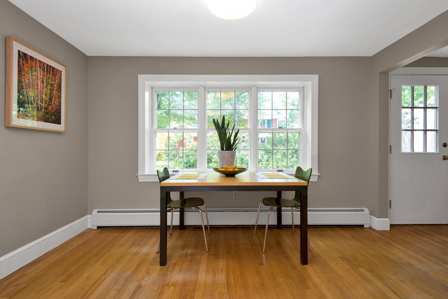 16 Applegate Ln Falmouth ME-large-018-18-Dining Room-1499x1000-72dpi.jpg