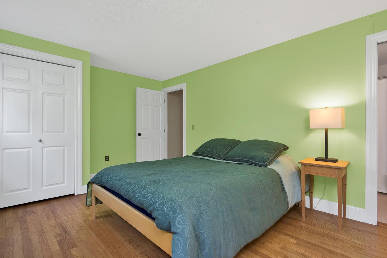 16 Applegate Ln Falmouth ME-large-020-10-Master Bedroom-1499x1000-72dpi.jpg