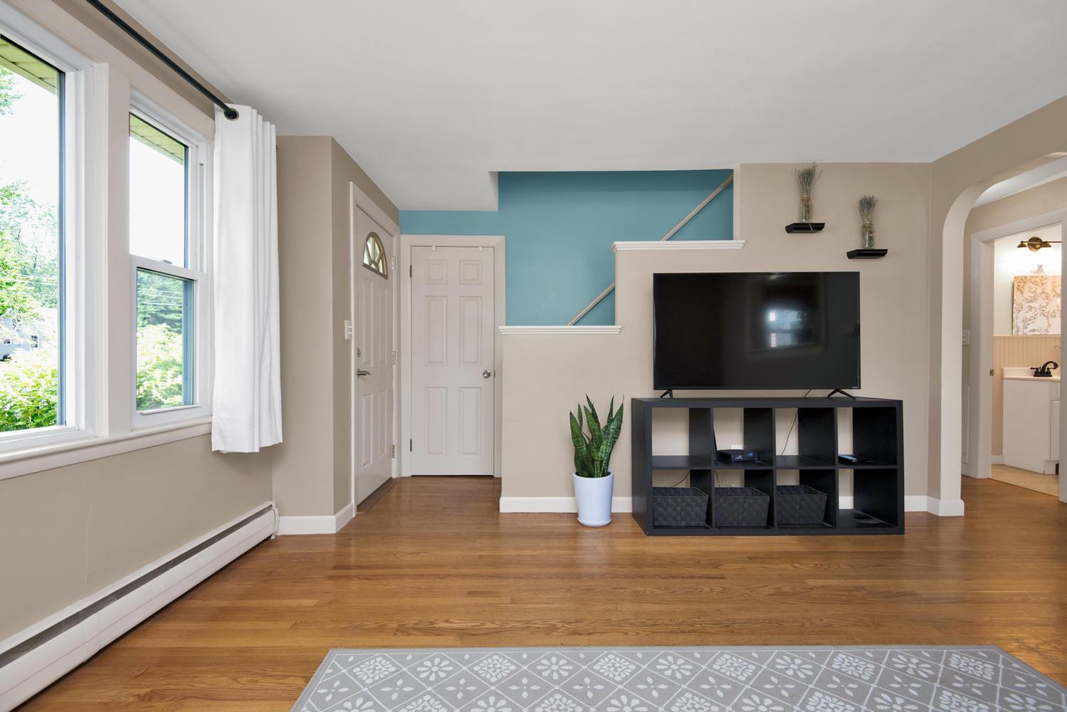 105 Rowe Ave Portland ME 04102-large-006-25-Living Room-1499x1000-72dpi.jpg