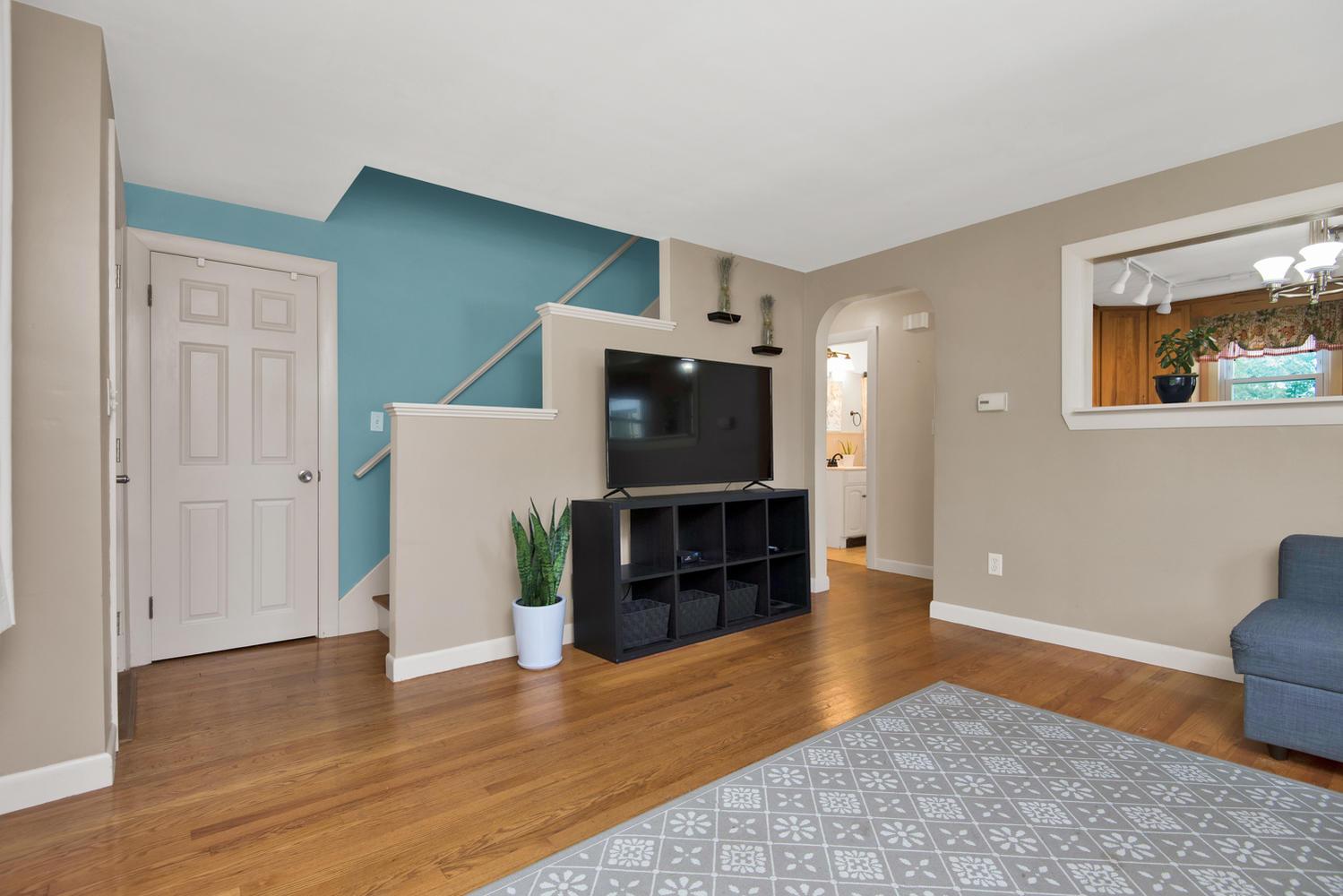 105 Rowe Ave Portland ME 04102-large-007-12-Living Room-1499x1000-72dpi.jpg