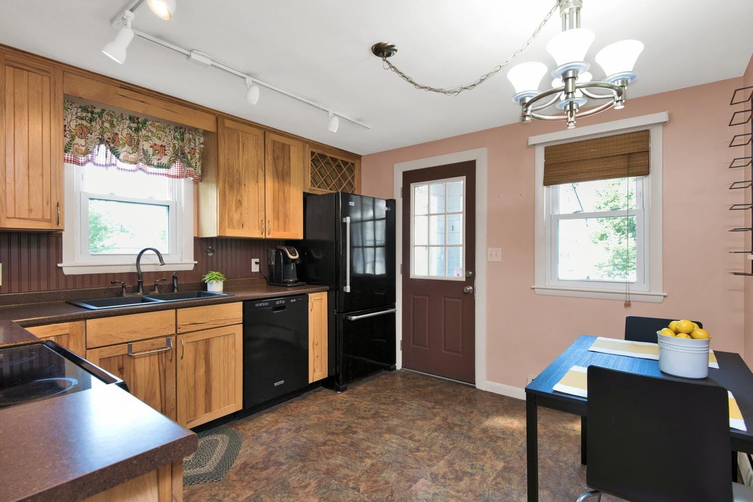 105 Rowe Ave Portland ME 04102-large-008-29-Kitchen-1499x1000-72dpi.jpg