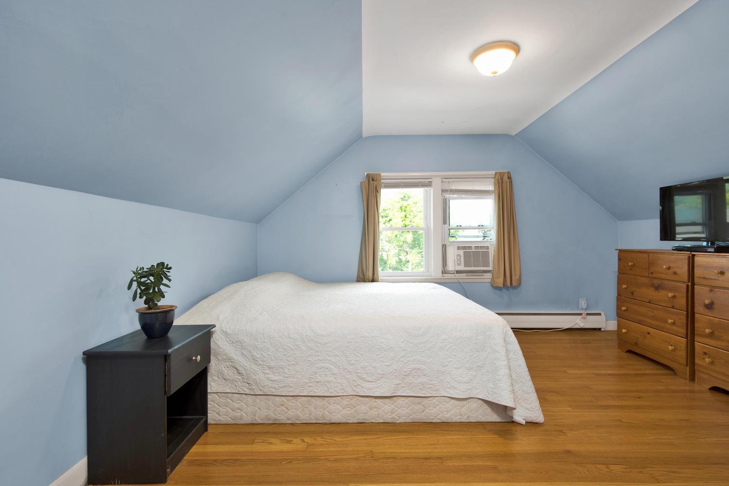 105 Rowe Ave Portland ME 04102-large-017-13-Bedroom 3-1499x1000-72dpi.jpg